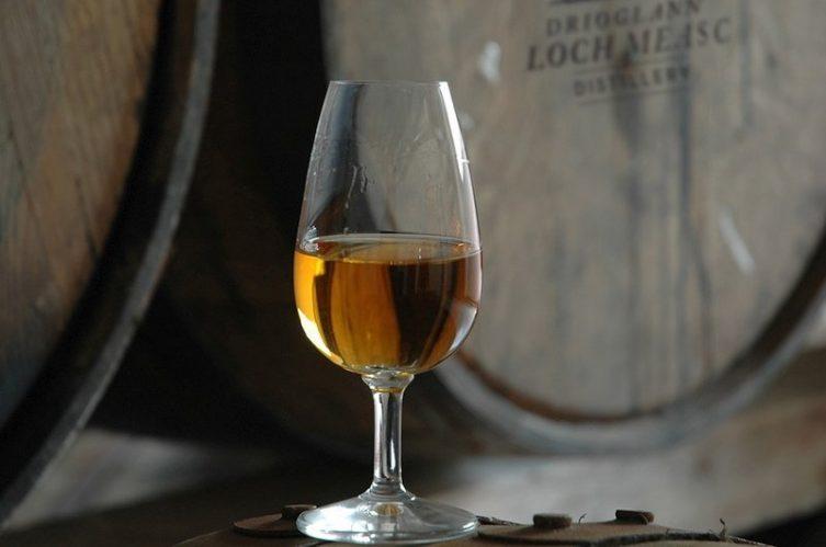 Irish Whiskey Magazine - Lough Mask Distillery - Casks and whiskey glass