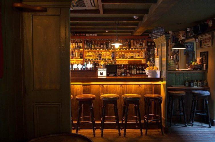 Irish Whiskey Magazine - Whiskey Bars - Davy Mac's Bar 4