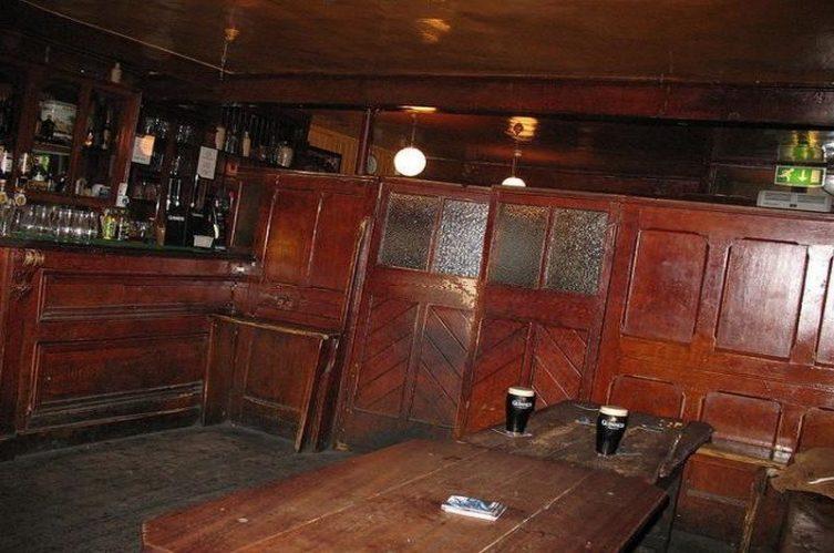 Irish Whiskey Magazine - Whiskey Bars - John Kavanagh - Gravediggers 2
