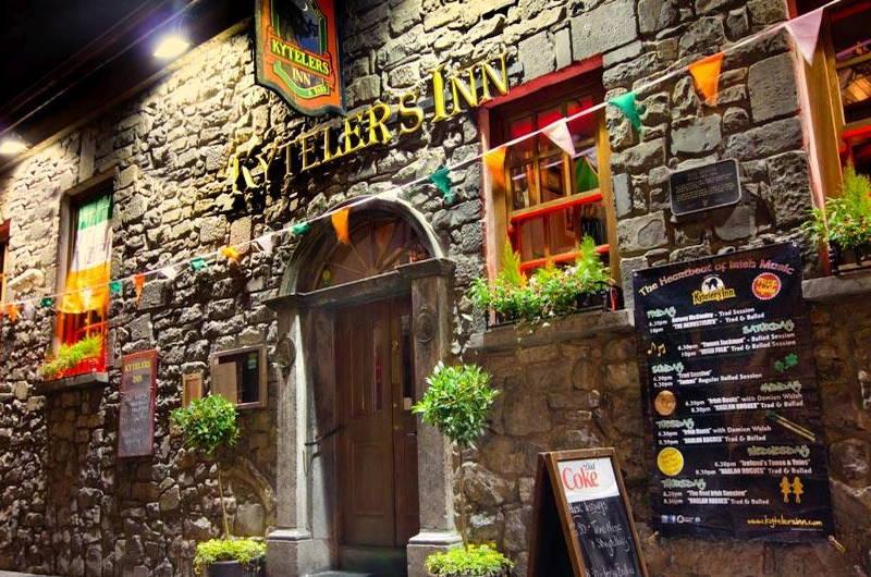 Irish Whiskey Magazine - Whiskey Bars - Kytelers Inn 1