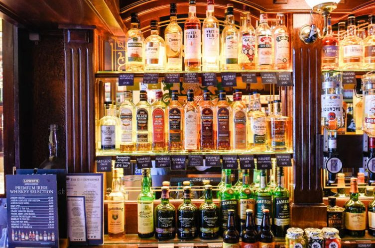 Irish Whiskey Magazine - Whiskey Bars - Lowrys Music & Whiskey Bar 2