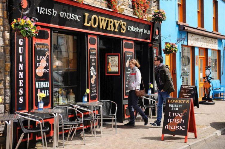 Irish Whiskey Magazine - Whiskey Bars - Lowrys Music & Whiskey Bar 4