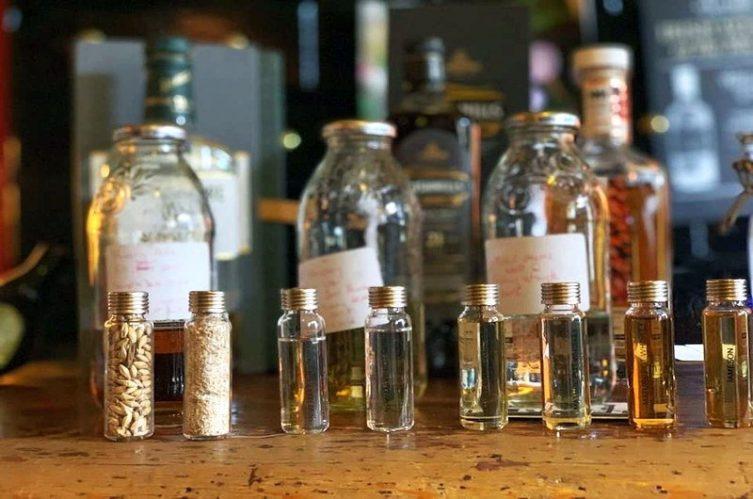 Irish Whiskey Magazine - Whiskey Bars - O'Lochlainns Bar 4