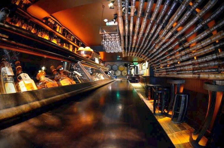 Irish Whiskey Magazine - Whiskey Bars - The Dingle Whiskey Bar (1)