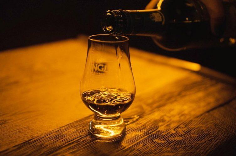 Irish Whiskey Magazine - Whiskey Bars - The Dingle Whiskey Bar (3)