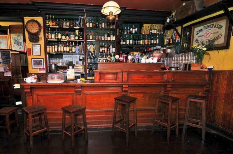Irish Whiskey Magazine - Whiskey Bars - Tign Neachtains (2)