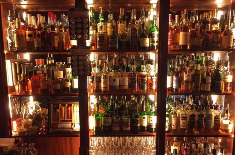 Irish Whiskey Magazine - Whiskey Shops - Temple Bar Distillery Store 4